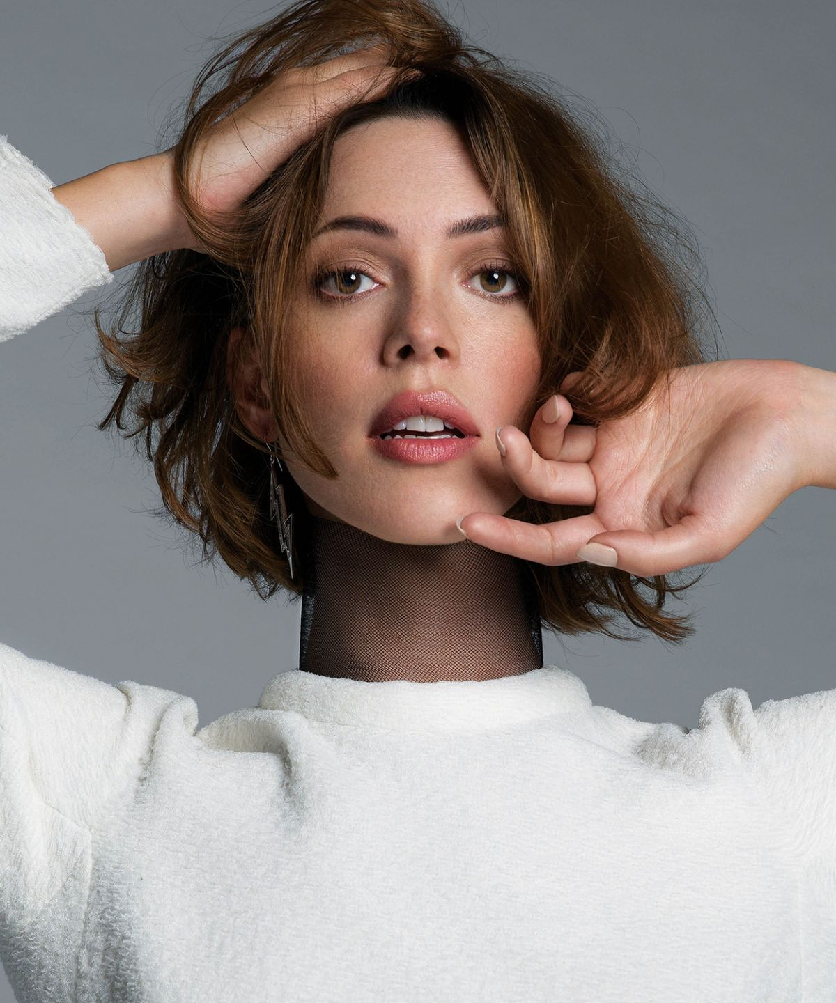 rebecca-hall-at-an-le-photoshoot_1.jpg