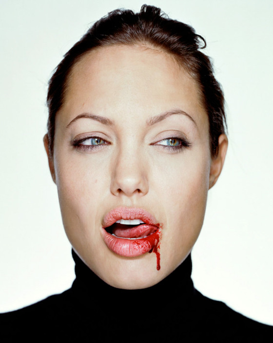 amstel_gallery_martin-schoeller-angelina-jolie-with-blood-2003-photography-21.jpg