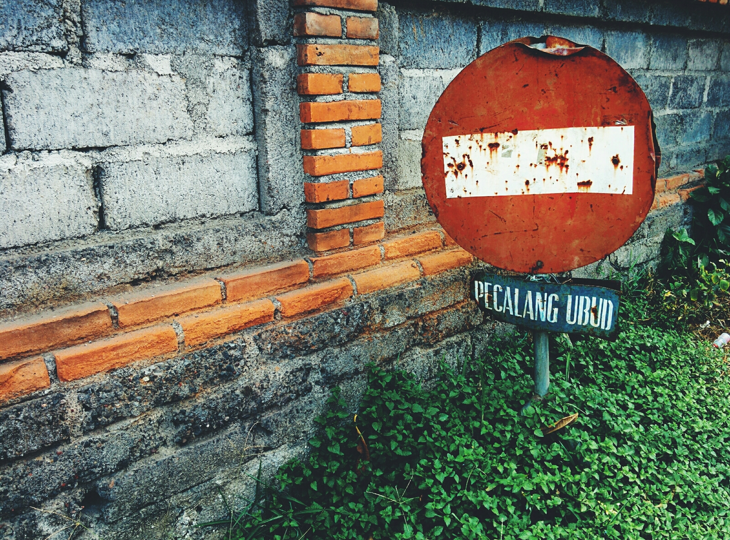 Stop sign on Jalan Suaweta, Ubud, Bali, telling me to stop what I'm doing, think things over, and restart.
