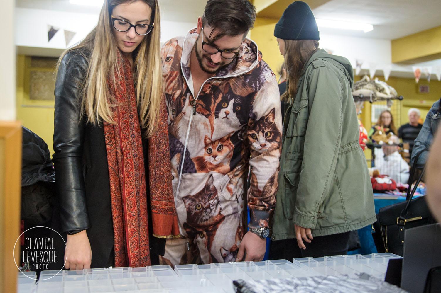 Le prix du meilleur vêtu... ce gars qui avait un «une pièce» au motifs de chat!