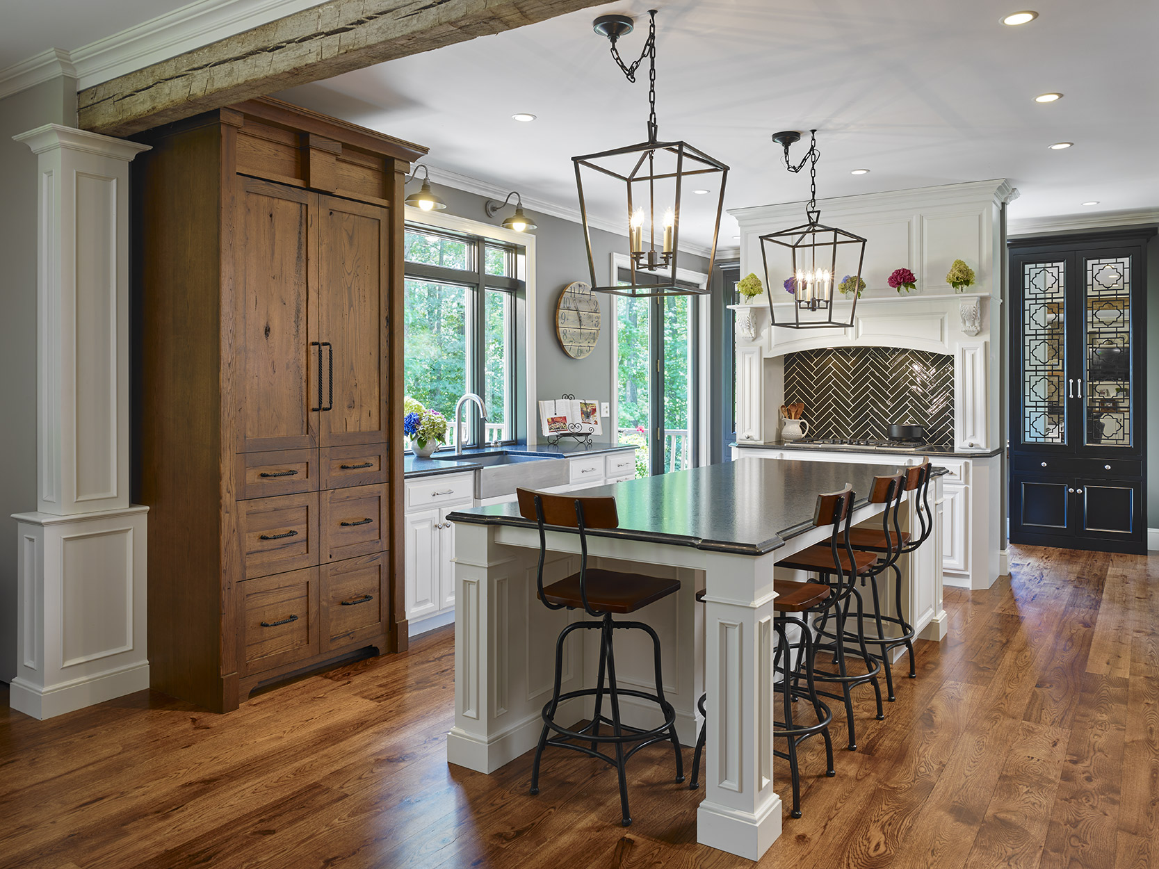 Joe Kitchen is a commercial interior & architectural photographer based in New York and Philadelphia that photographs building design and hotels and resorts.  Joe regularly travels to Washington DC, Baltimore, Boston and the rest of North America for projects.