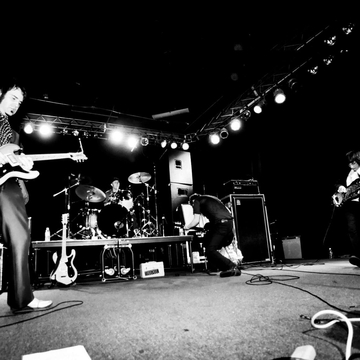 Truckee Brothers in full flight on tour (2007). Photo  Stacie Huckeba .