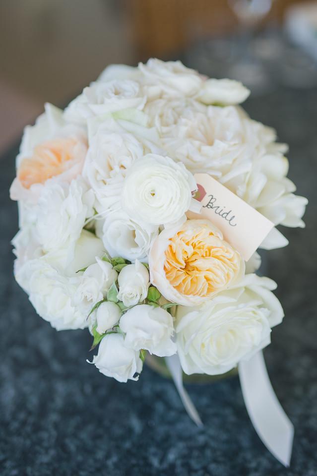 white blush and peach bouquet maxit flower deign