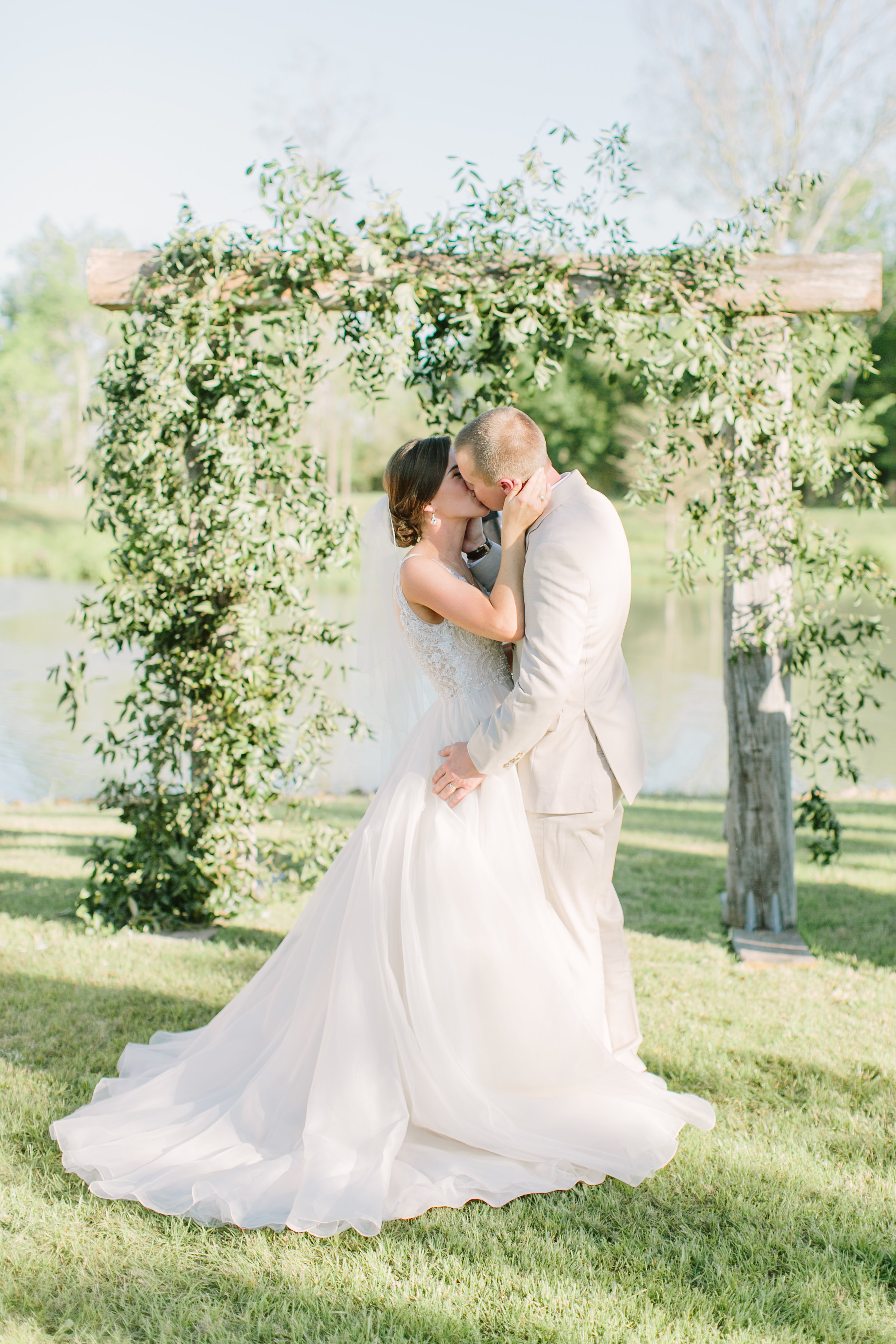 bride and groom kissing florals by maxit flower design in houston texas