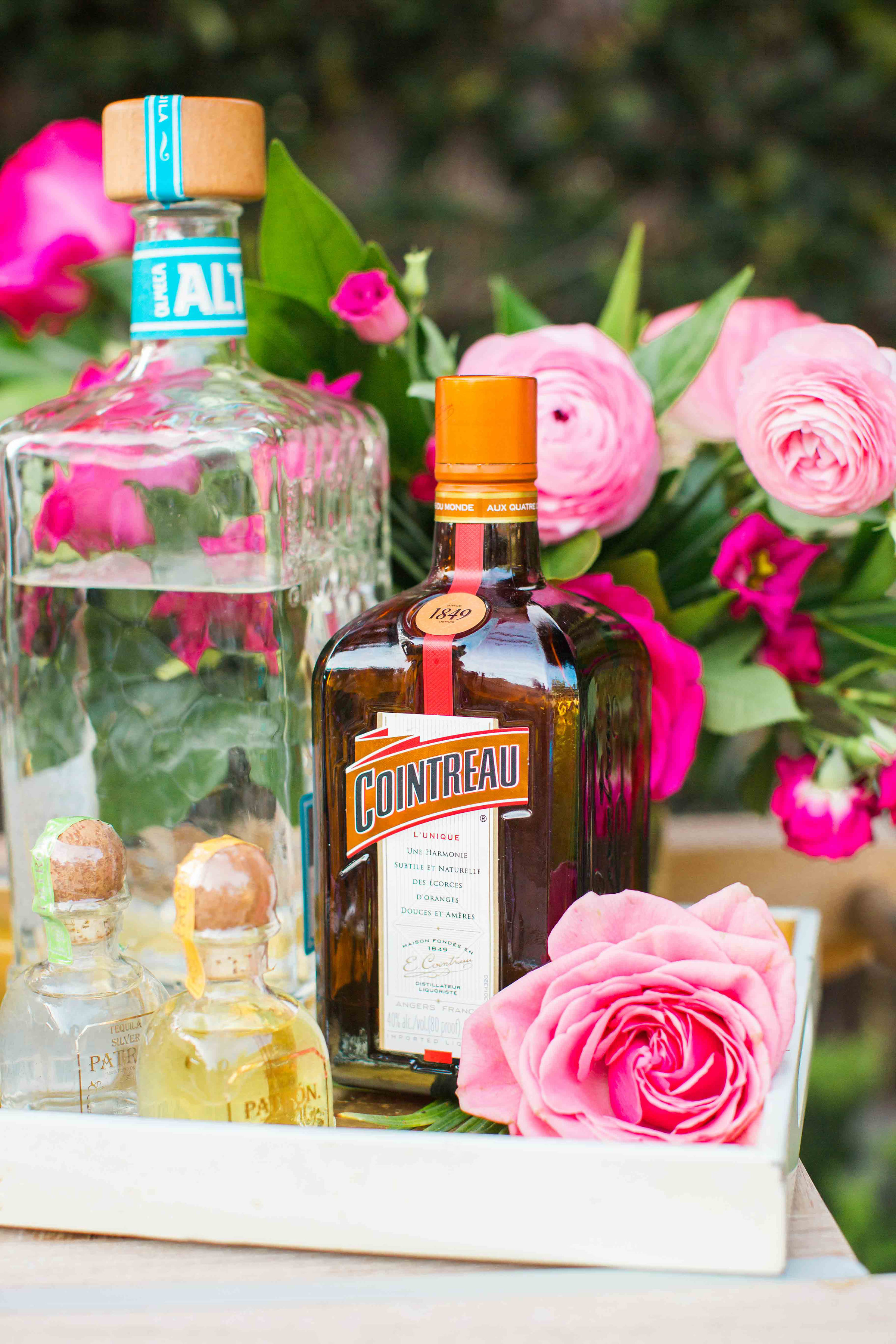 house-of-harper-summer-party-cointreau-florals-by-maxit-flower-design