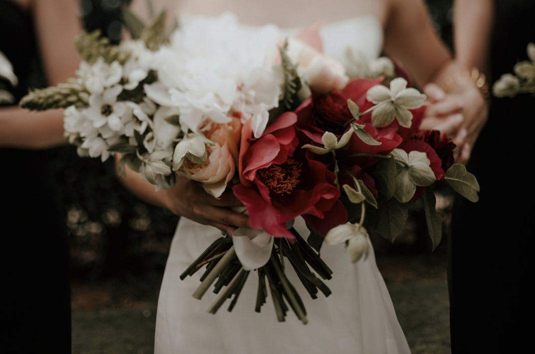 bride-bouquet-modern-wedding-moody-photography-joseph-west-maxit-flower-design-in-houston-texas