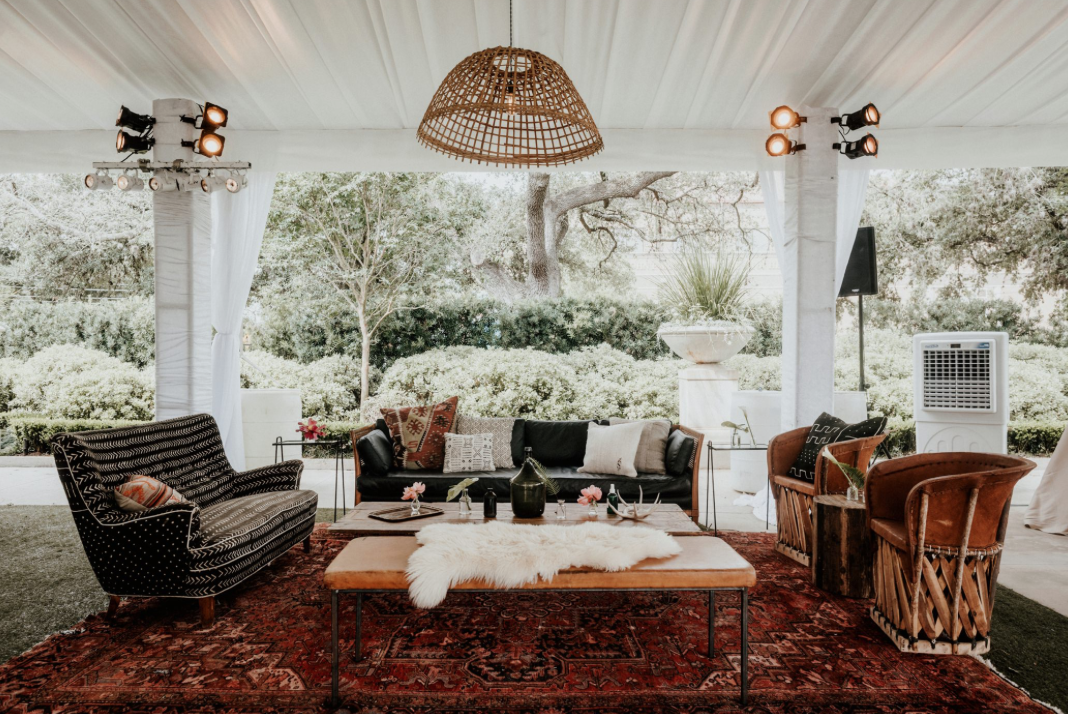 rentals-tent-modern-wedding-moody-photography-joseph-west-maxit-flower-design-in-houston-texas