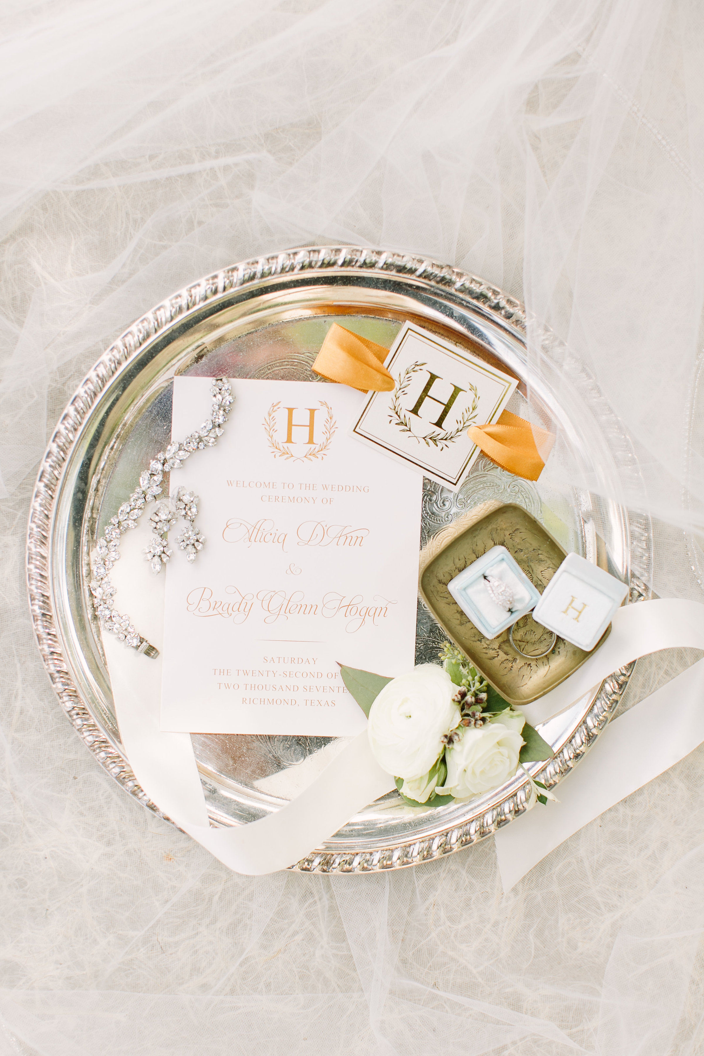 wedding-details-invitation-gold-ring-ringbox-white-florals-by-maxit-flower-design-in-houston-texas