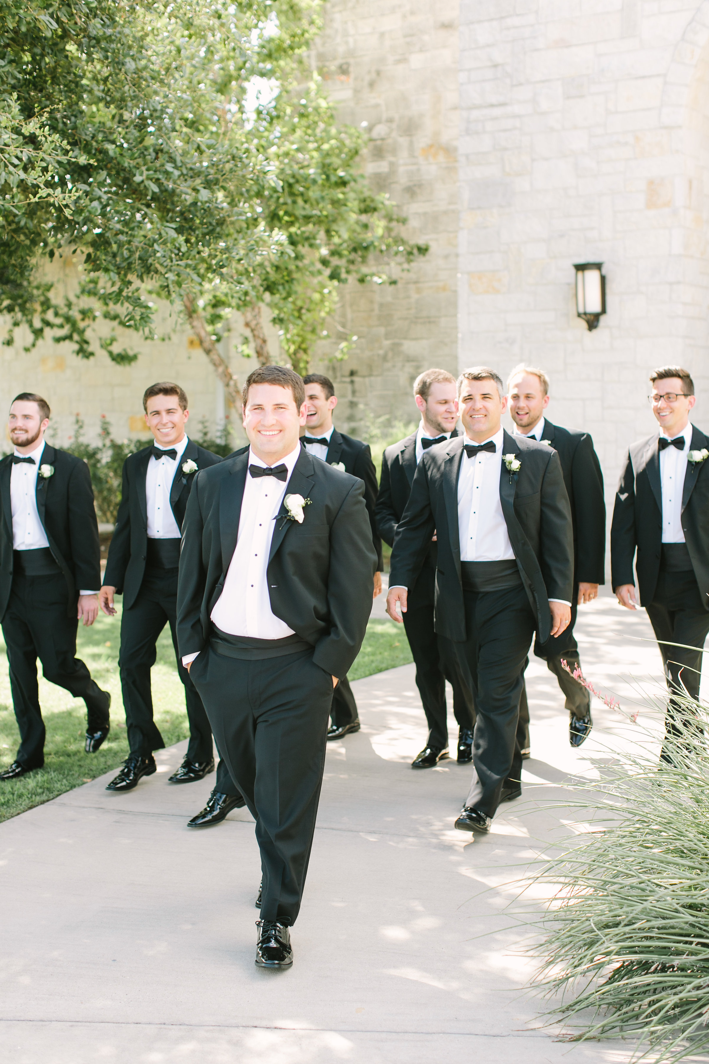 groomsmen-black-tux-white-simple-boutonniere-by-maxit-flower-design-in-houston-texas