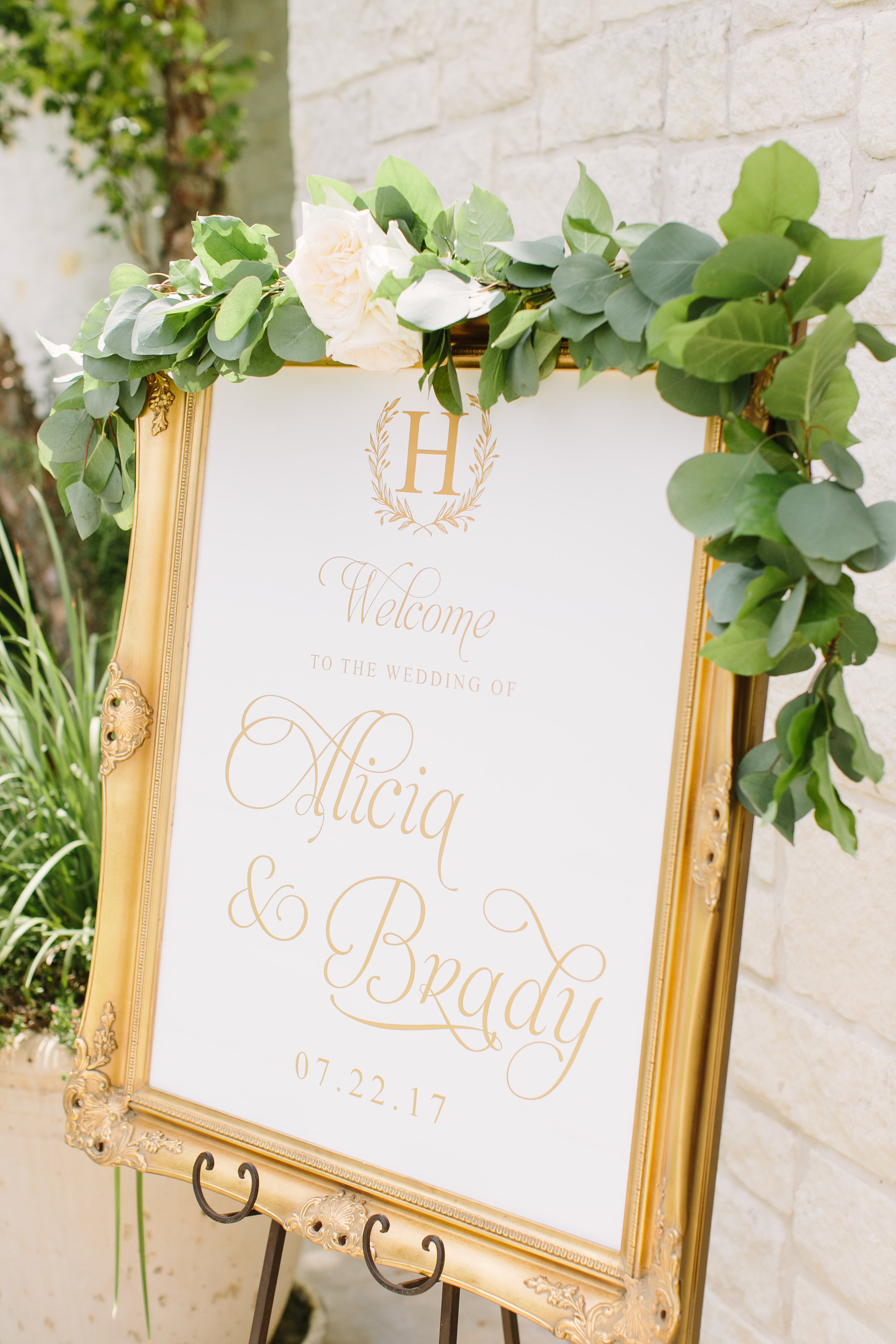 welcome-sign-gold-elegant-white-greenery-garland-by-maxit-flower-design-in-houston-texas