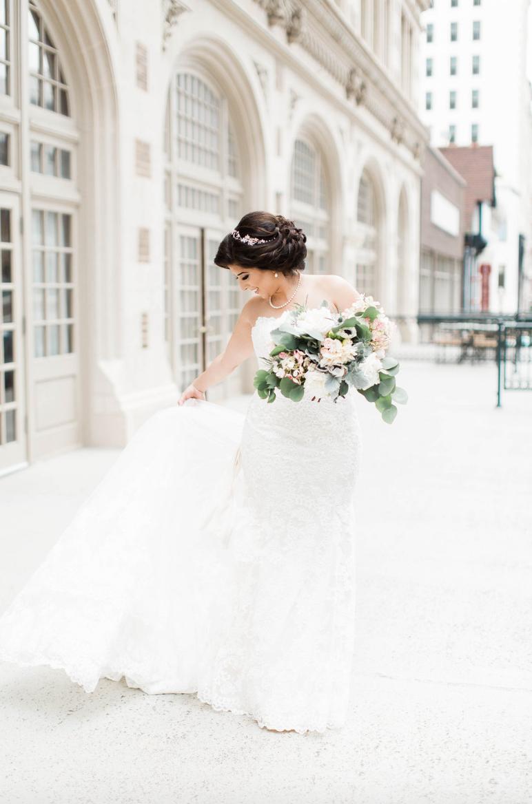 bride-crystal-ballroom-airy-wedding-bouquet-by-maxit-flower-design-in-houston-texas