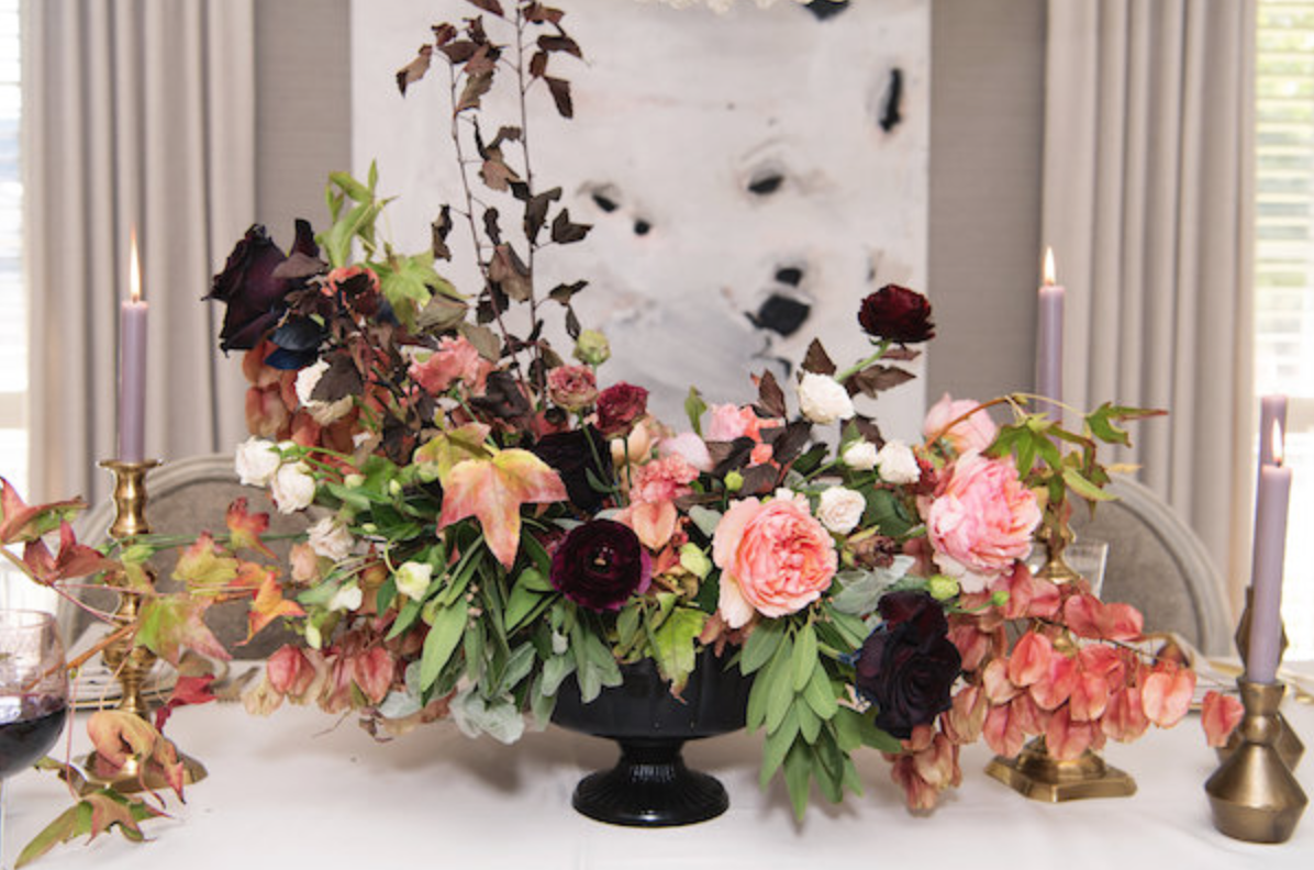 dinner-party-house-of-harper-moody-pink-burgundy-fall-plum-fig-floral-arrangement-by-maxit-flower-design