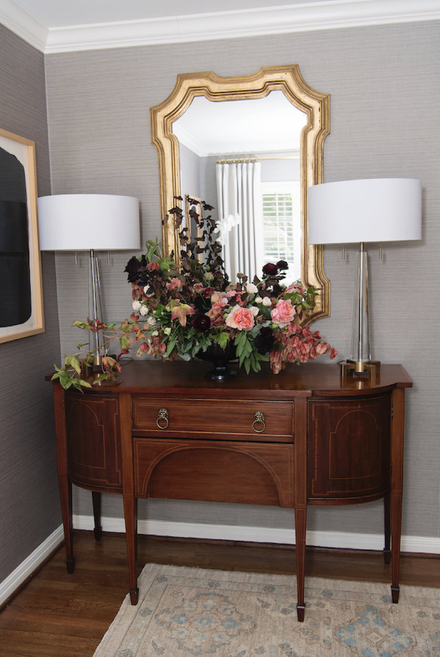 dinner-party-house-of-harper-entryway-mirror-entertaining-moody-pink-burgundy-fall-plum-fig-floral-arrangement-by-maxit-flower-design