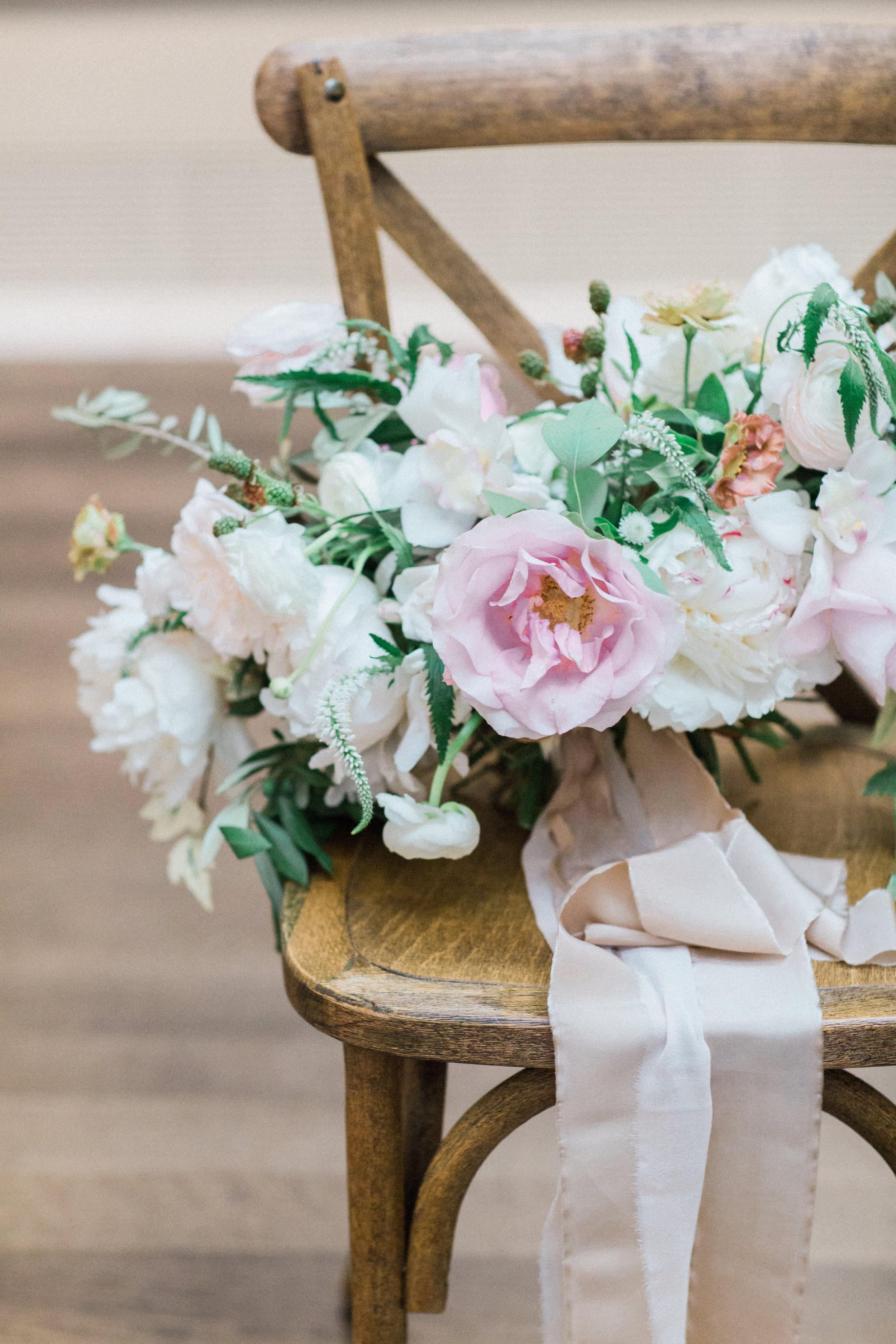 bouquet-romantic-pink-soft-ribbon-silk-detail-photography-floras-by-maxit-flower-design