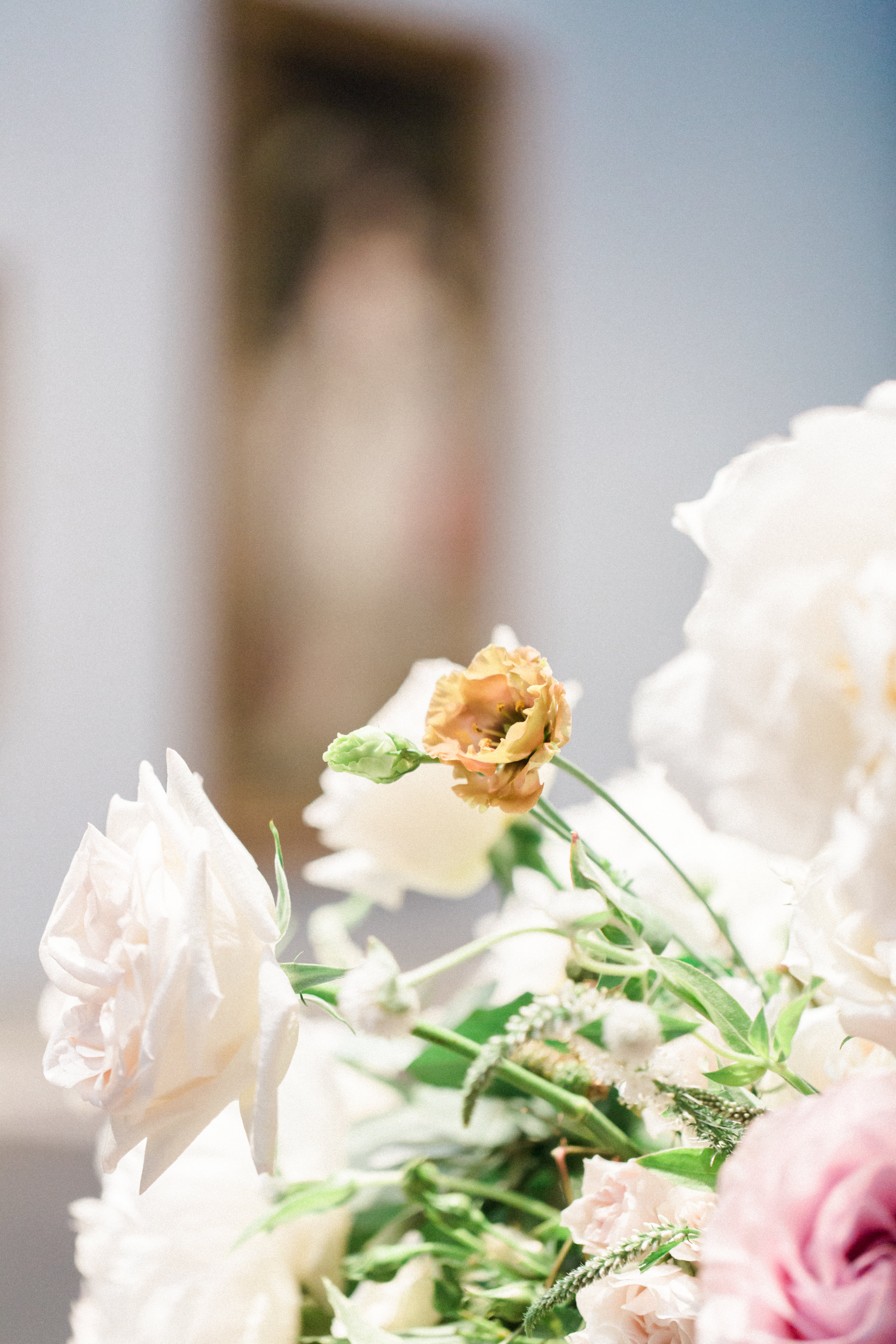 romantic-pink-petal-greenery-detail-photography-floras-by-maxit-flower-design