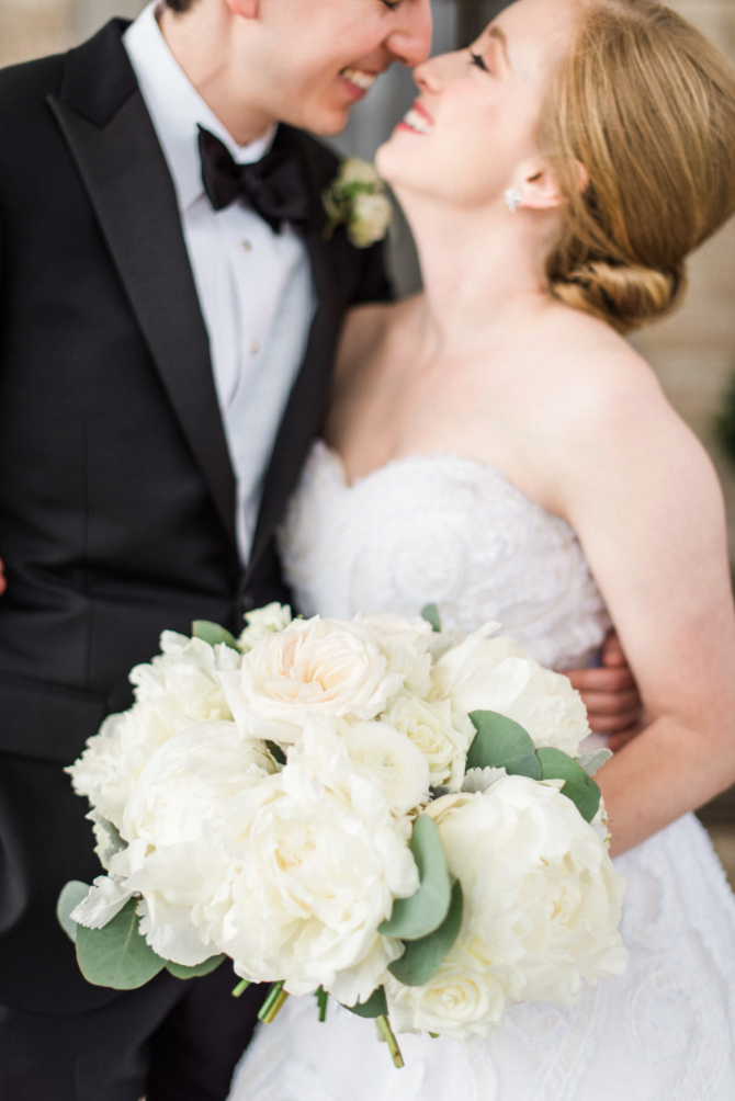 wedding-detail-bride-groom-love-photography-dana-fernadez-river-oaks-country-club-kiss-bridal-bouquet-peony-boutonniere-floral-greenery-by-maxit-flower-design-houston-texas