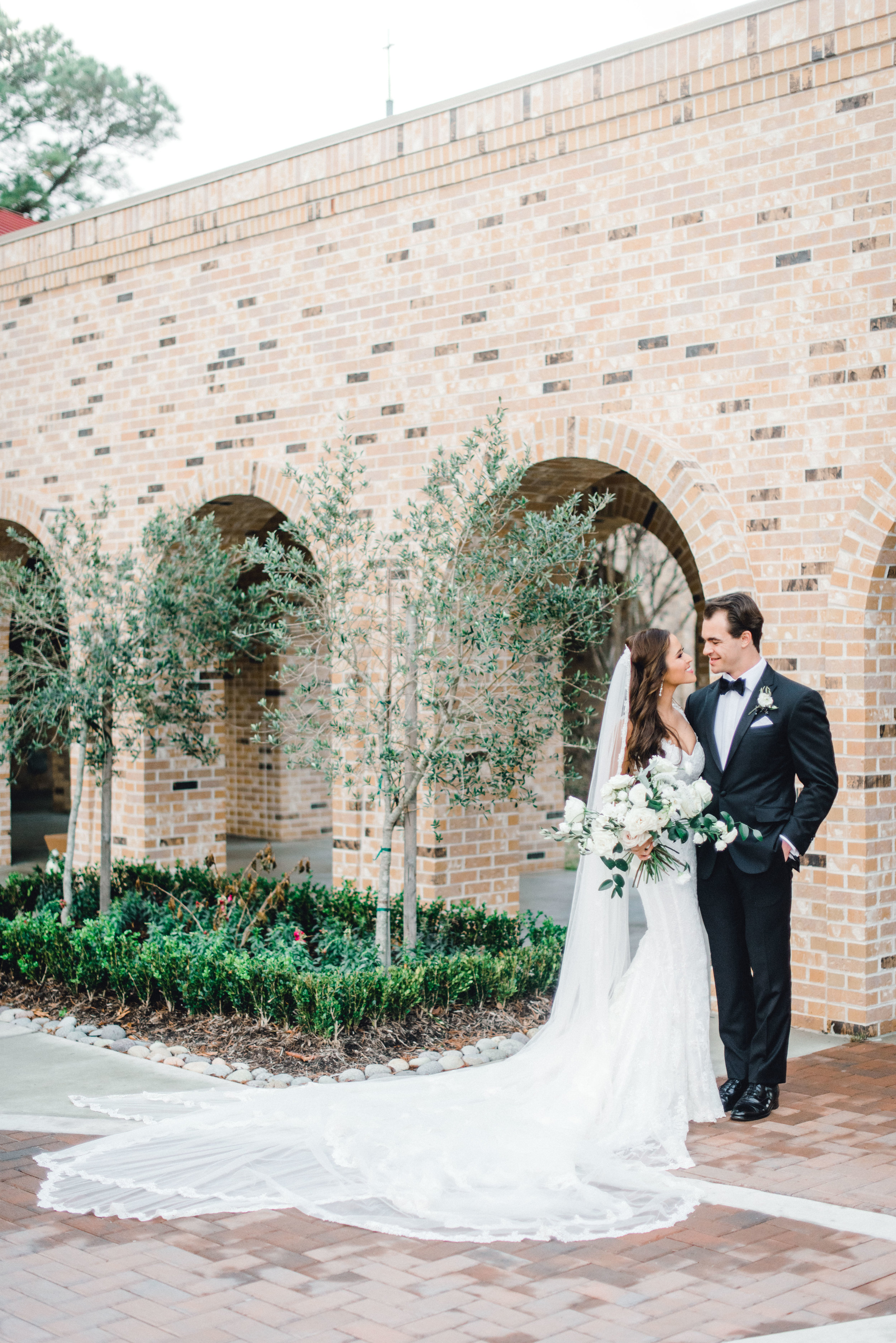 wedding-details-photography-dana-fernandez-bride-groom-married-love-boutonniere-bridal-bouquet-Freesia-Lisianthus-Veronica-peony-floral-greenery-by-maxit-flower-design-houston-texas