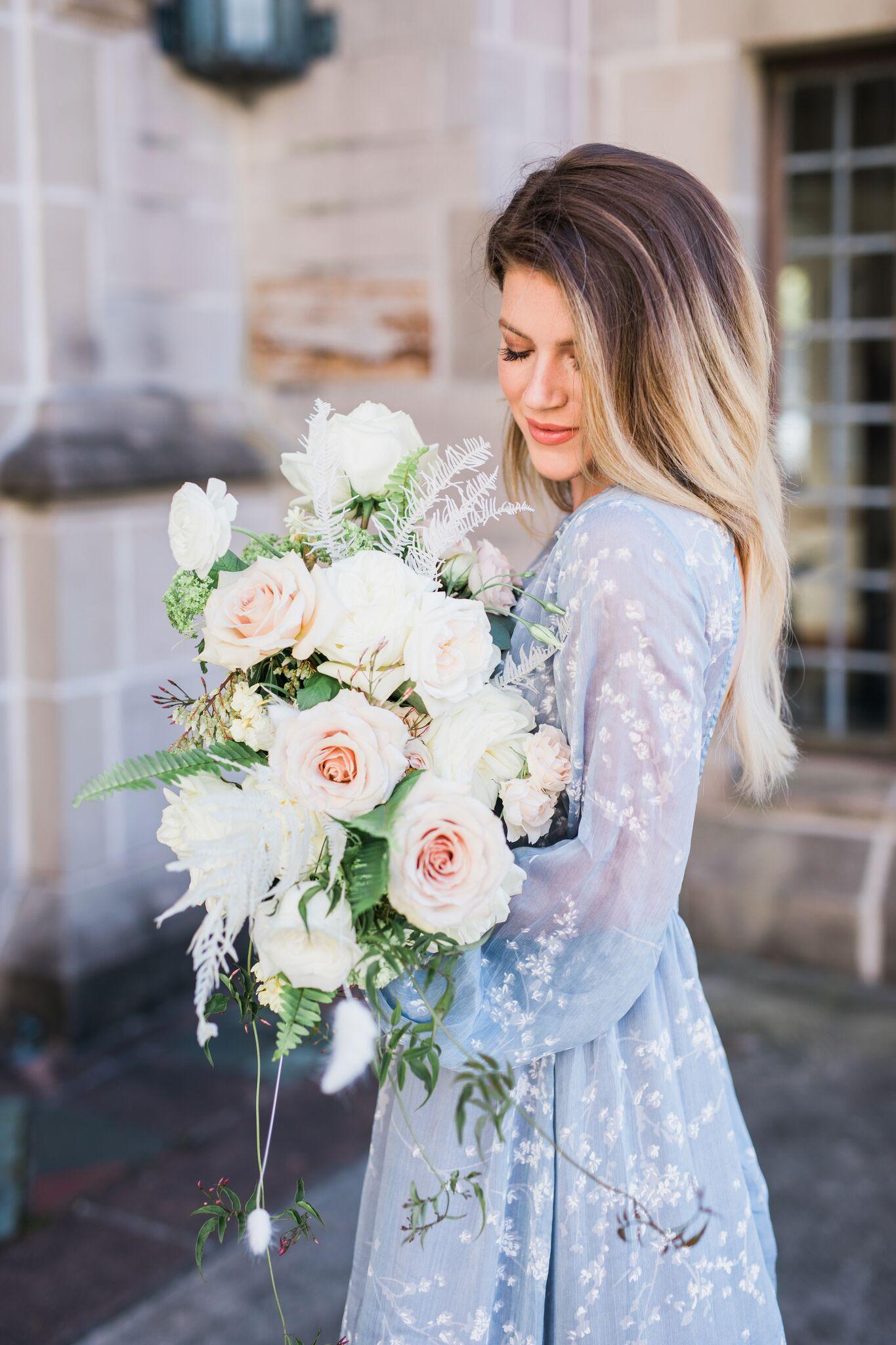 Over_The_Shoulder_Flower_Bouquet_Maxit.jpeg