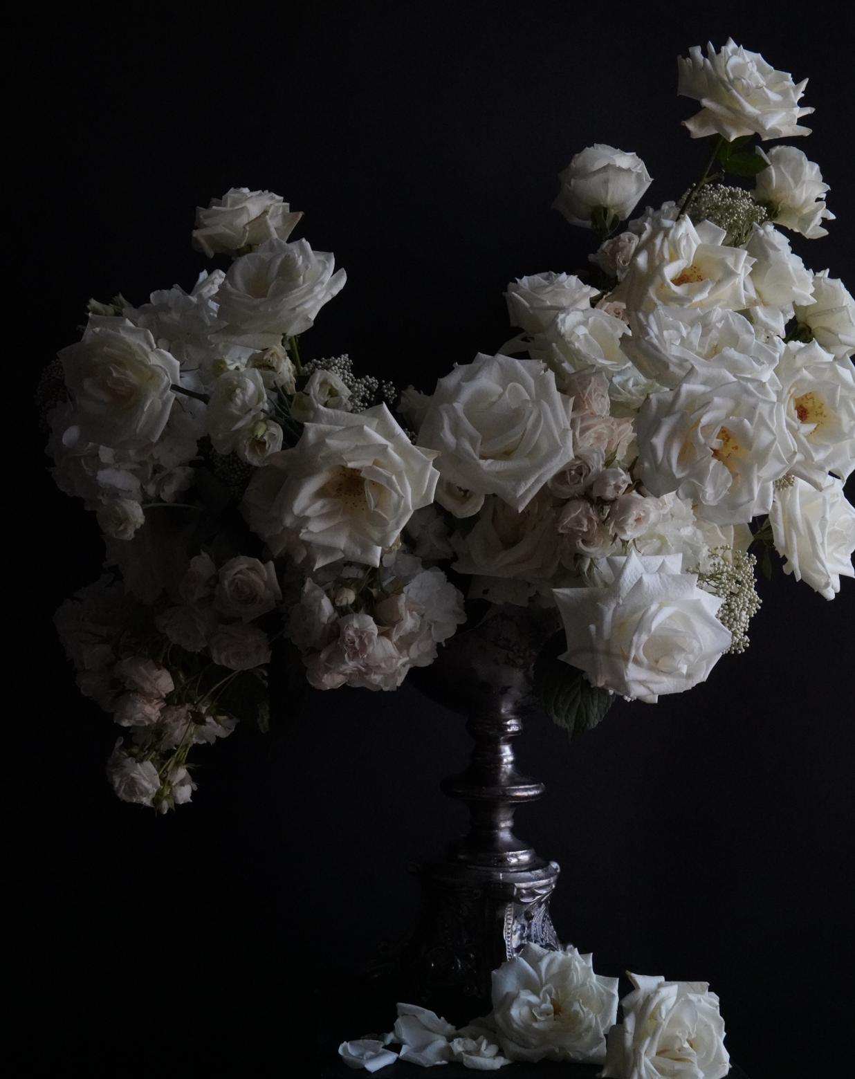 White-Hydrangea-Roses-Arrangement-Houston-Wedding-Stylist-Flowers.png