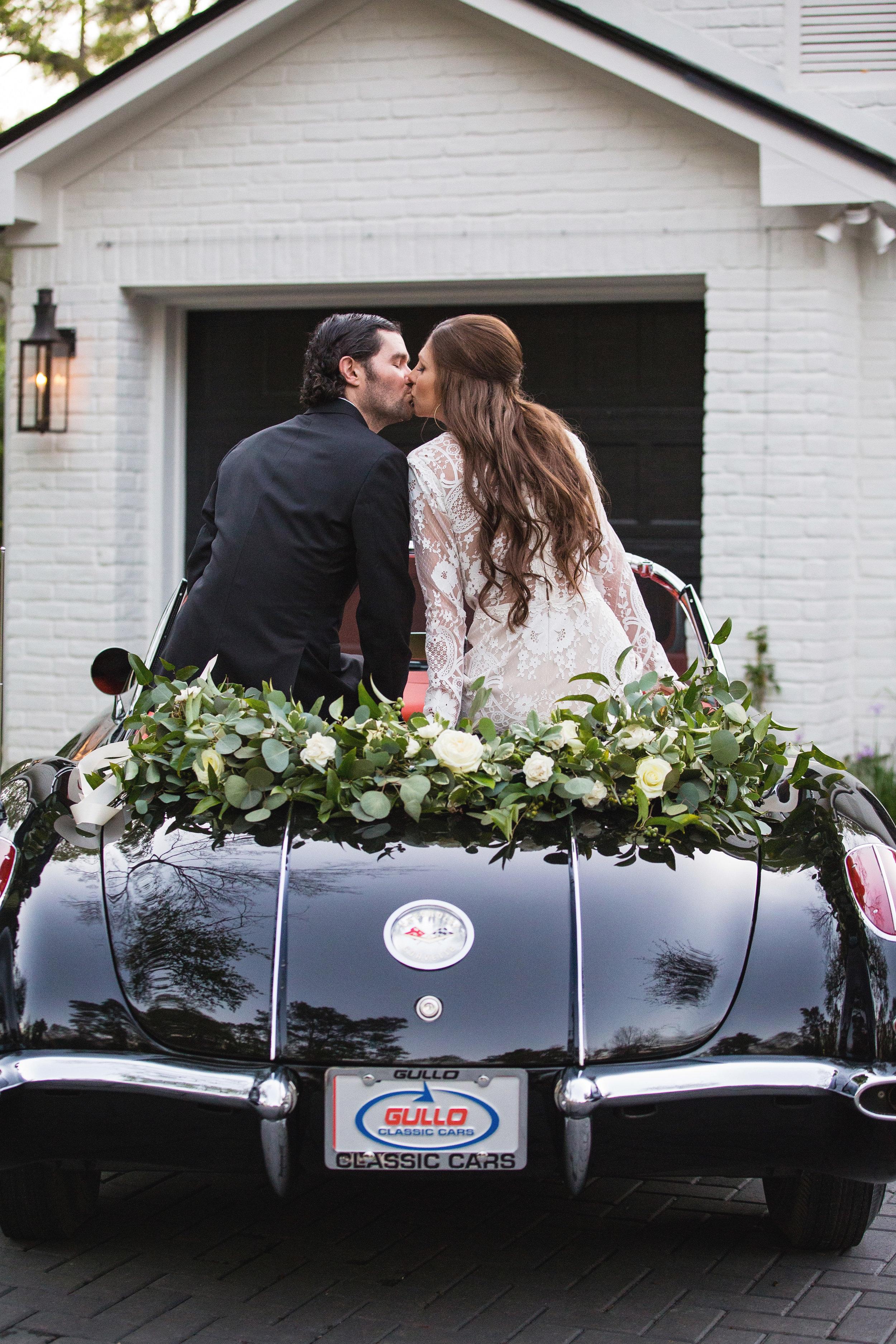 Kissing-Car-Wedding-Garland.jpg