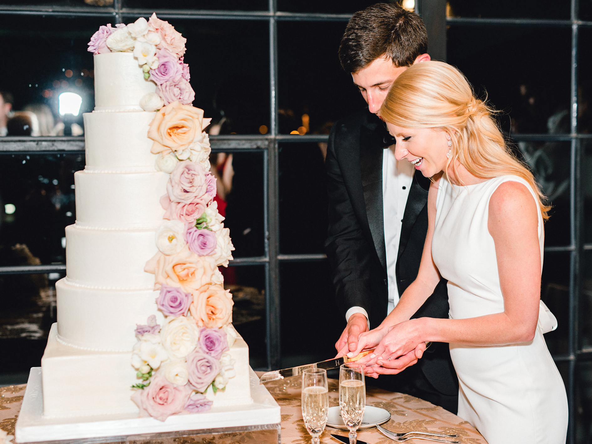 Cake_Cutting_Bride_Groom_Houston_Astorian.png