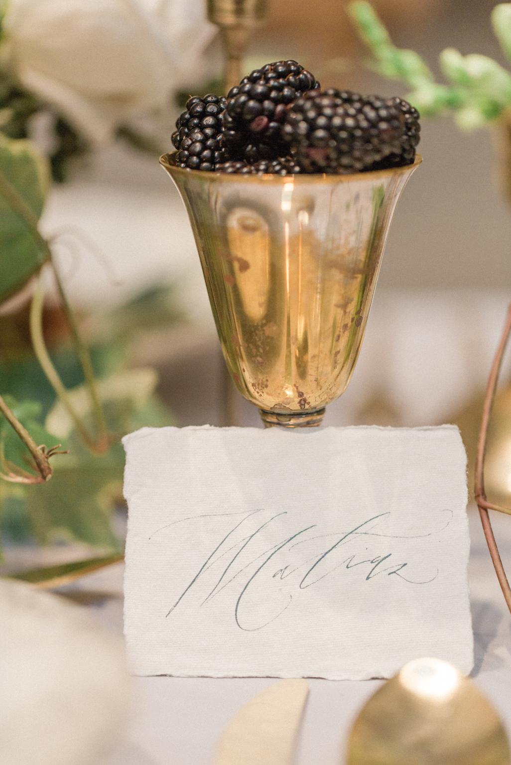 Table_Details_Blackberries_Wedding_Gold_Vase.png