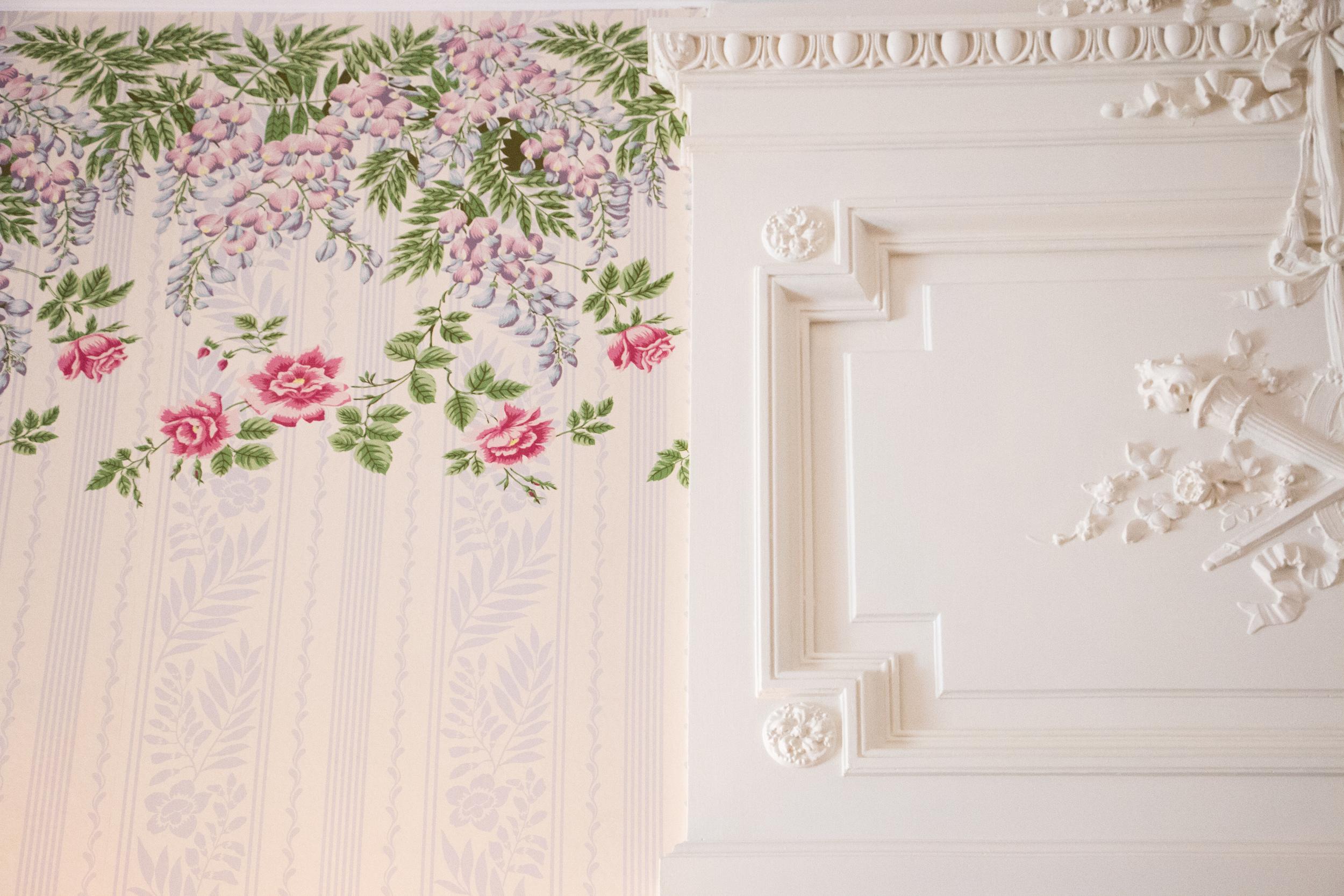white&roses.jpg