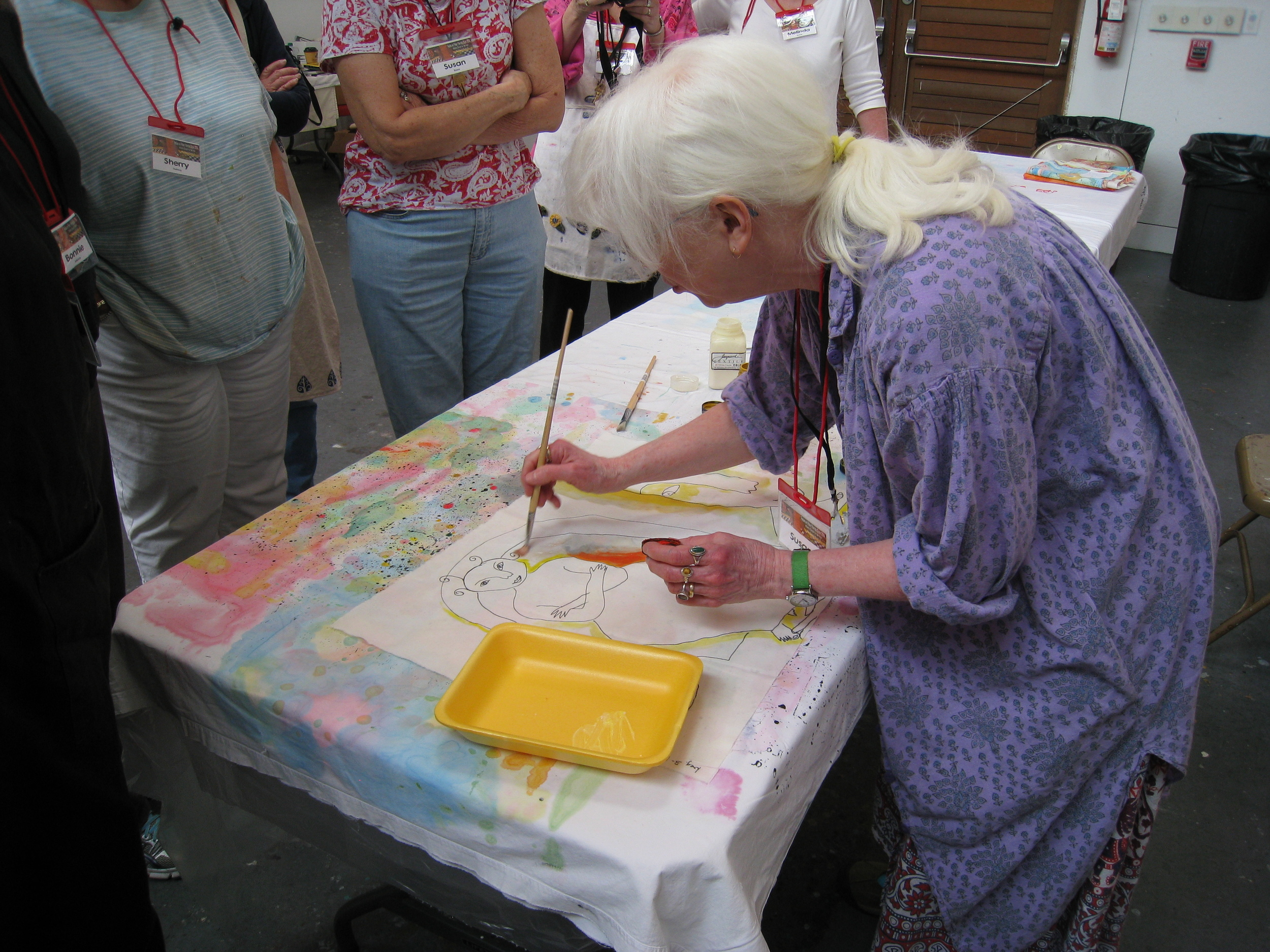 Susan demonstrating her fabric painting technique.