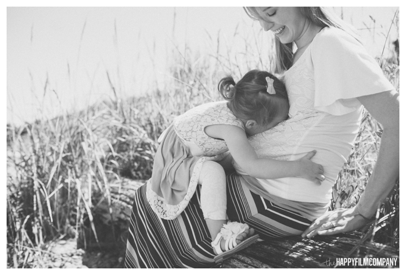 Black and White Seattle Maternity Photography - the Happy Film Company