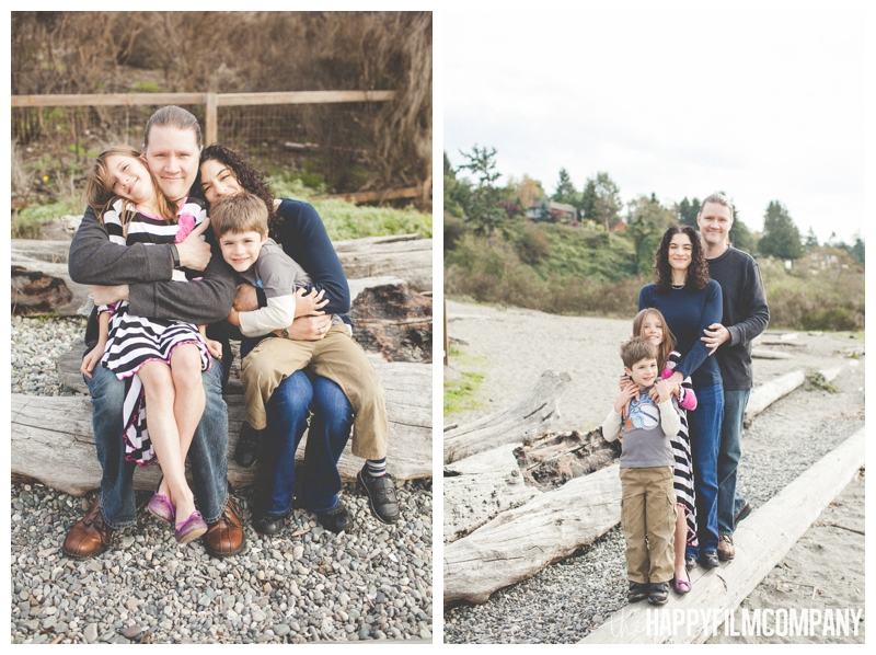 family portrait on driftwood  – Playful Golden Gardens Beach Walk — Seattle Family Holiday Pictures