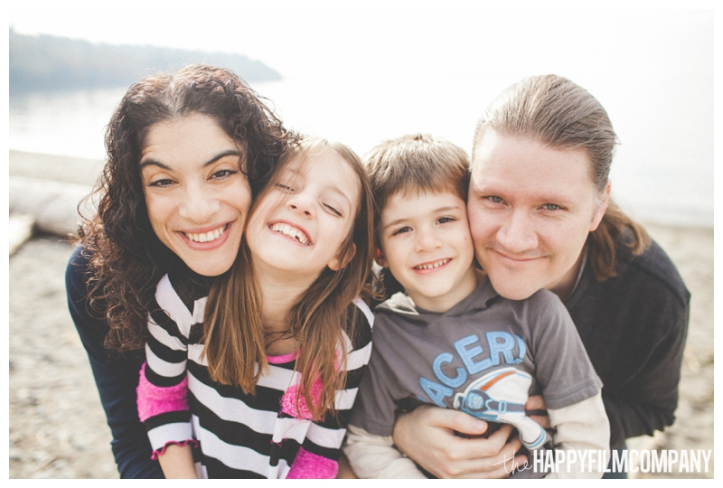 happy family picture smiling  – Playful Golden Gardens Beach Walk — Seattle Family Holiday Pictures