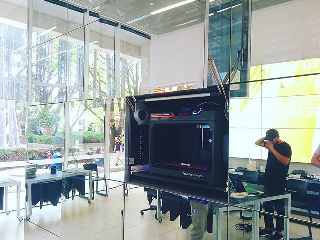 Checking out the 3d printing set up at @msdsocial with JD and Shahn. . . . . . #3dprinting #unimelb #msd #design #makerbot #mirror #potd #reflection