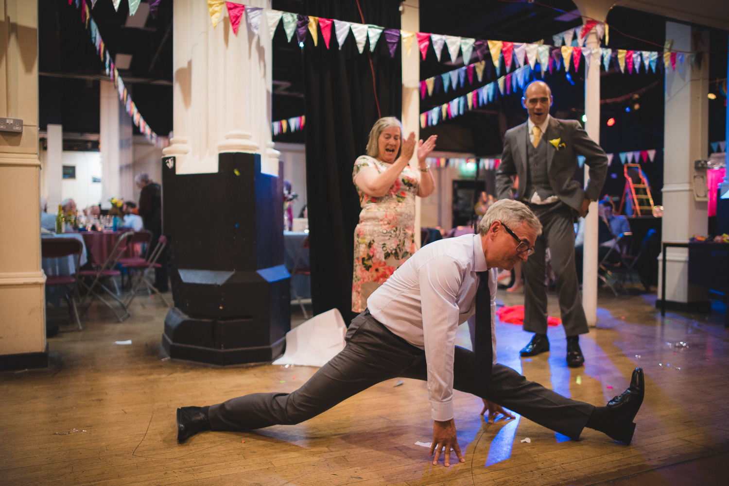 wedding guest doing splits