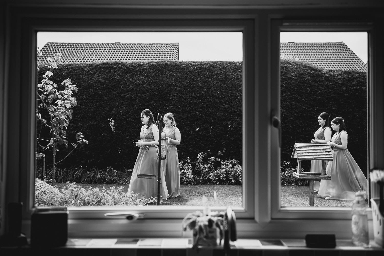 reportage wedding photography of bridesmaids