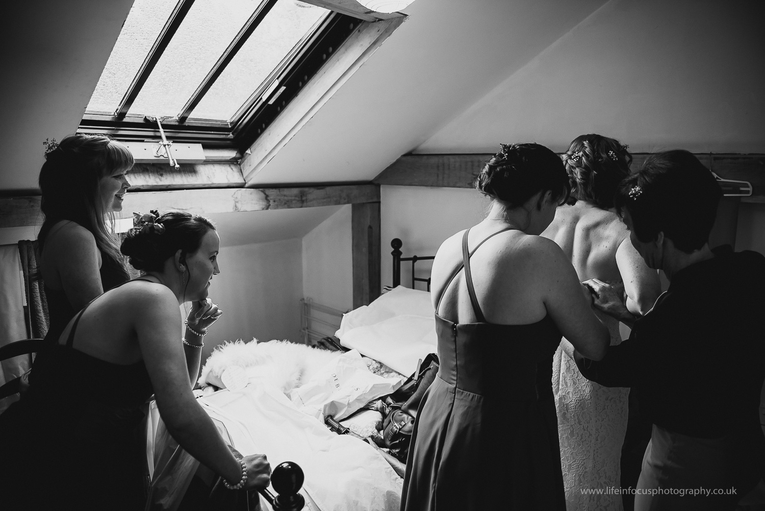 wedding-photographer-gloucester-outdoor-wedding-uk-33.jpg