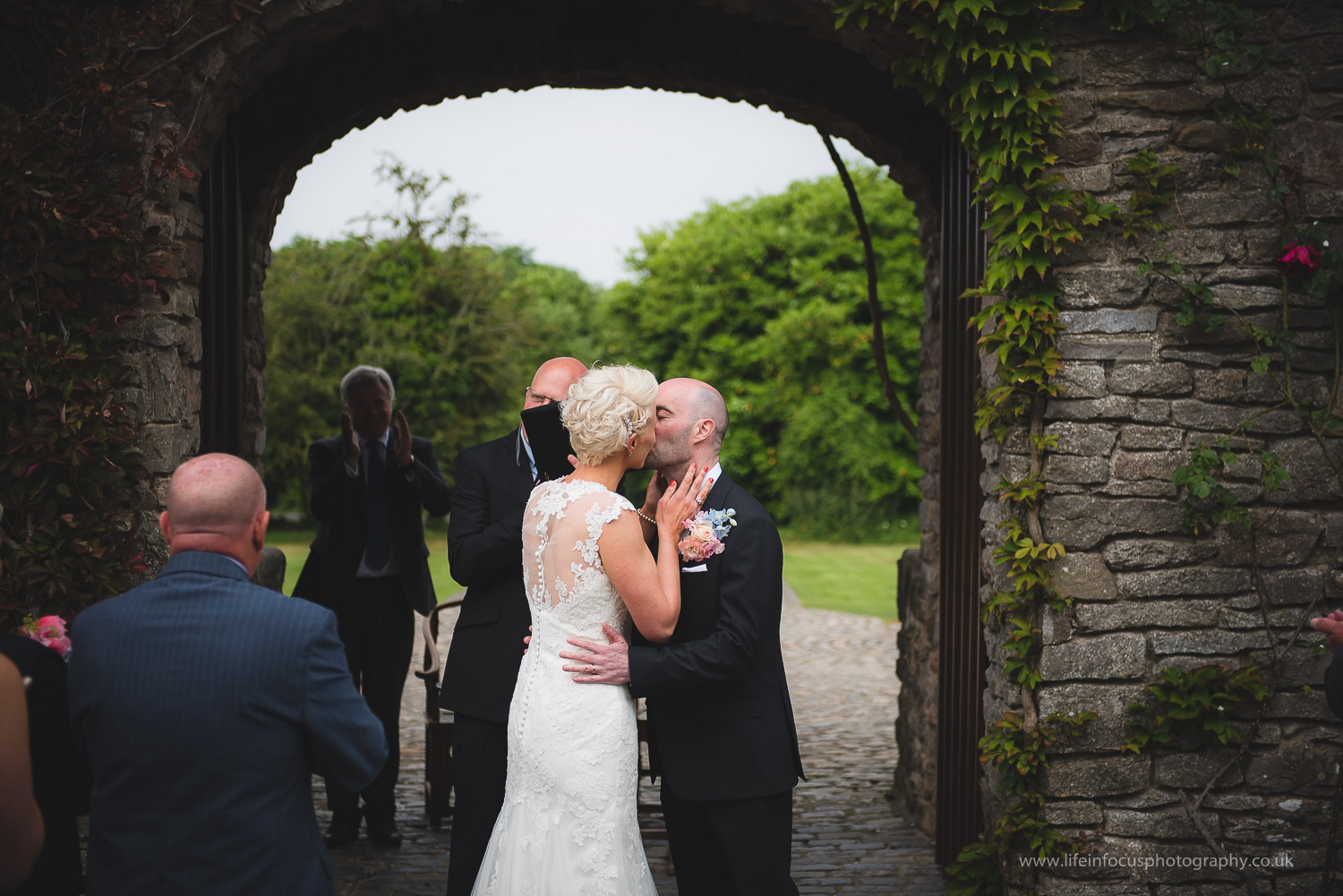 somerset-wedding-photographer-castle-venue-clevedon-13.jpg