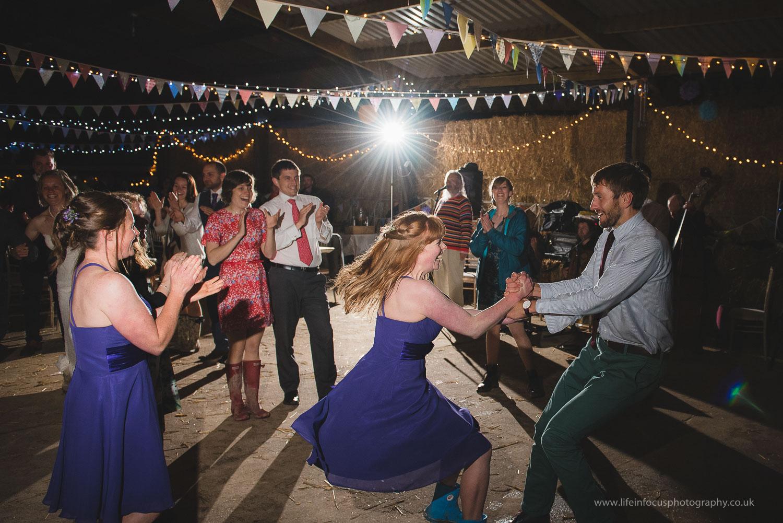 wedding-photography-gloucester-diy-outdoors-10.jpg
