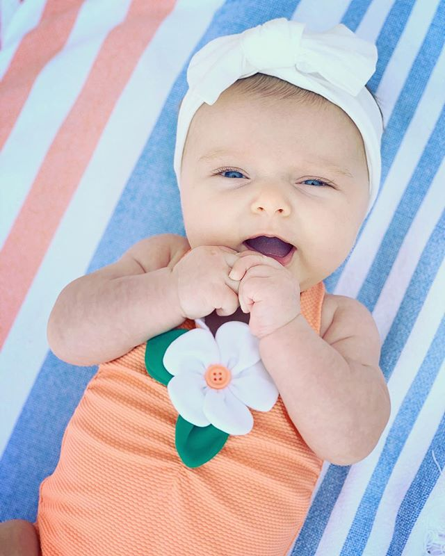 Baby girl's first beach day! We had a blast celebrating my bestie @honeychops 's Birthday in our happy place!! 🏖 #oliviajuniper #xodorothyjoy #forrestryder #wyetheli