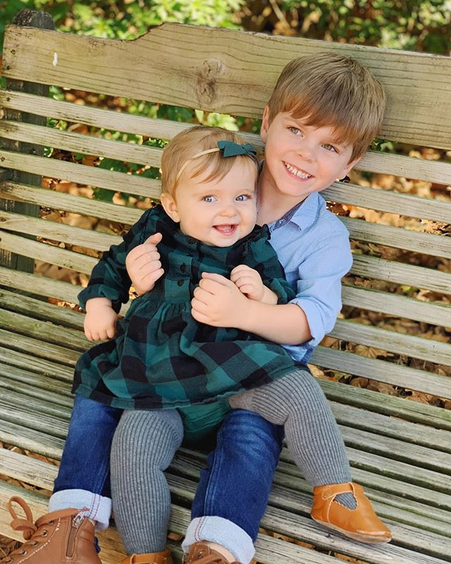 Sibling love. ❤️👫 #oliviajuniper #forrestryder