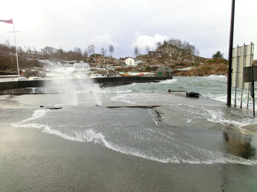 Uvèr i Sæbøvåg. Foto: Gisle Torgersen