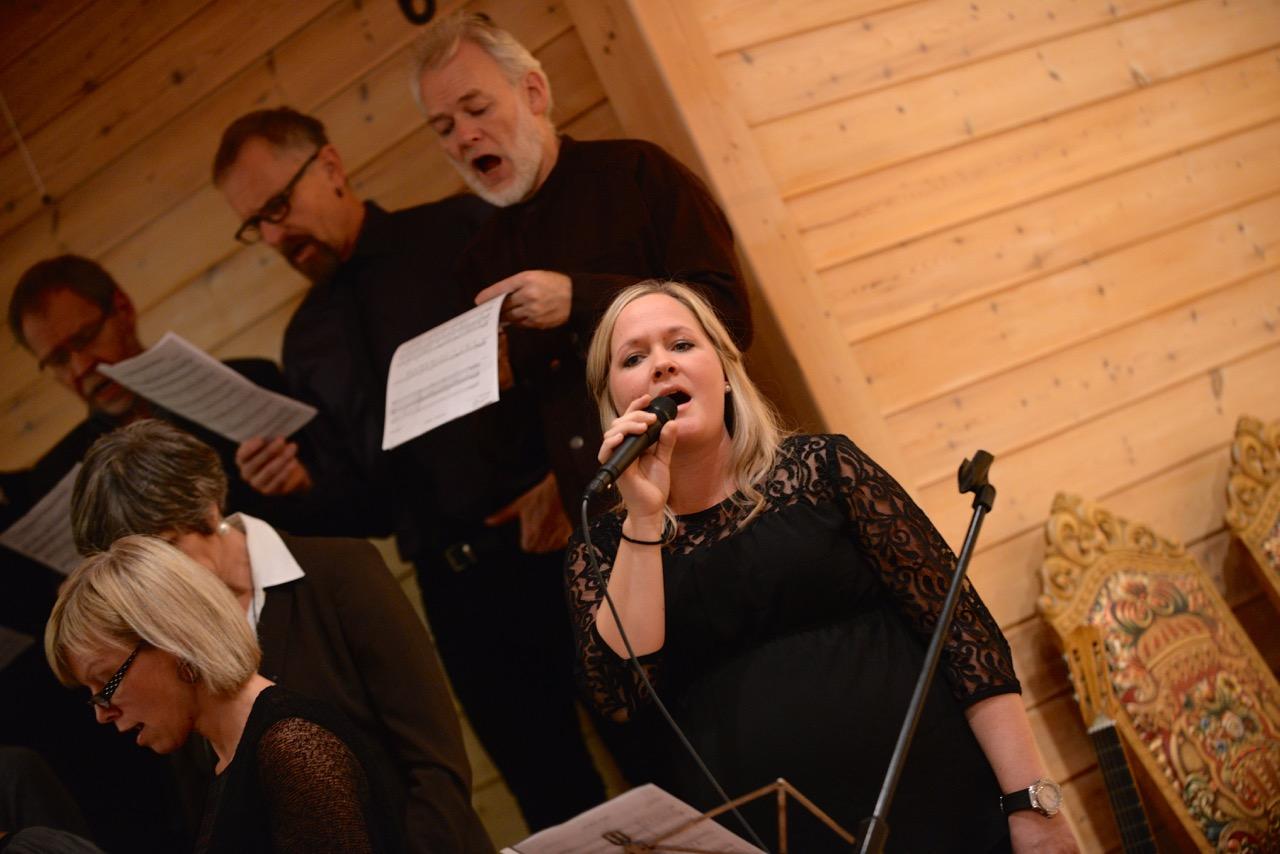 Vi syng jula inn 2014