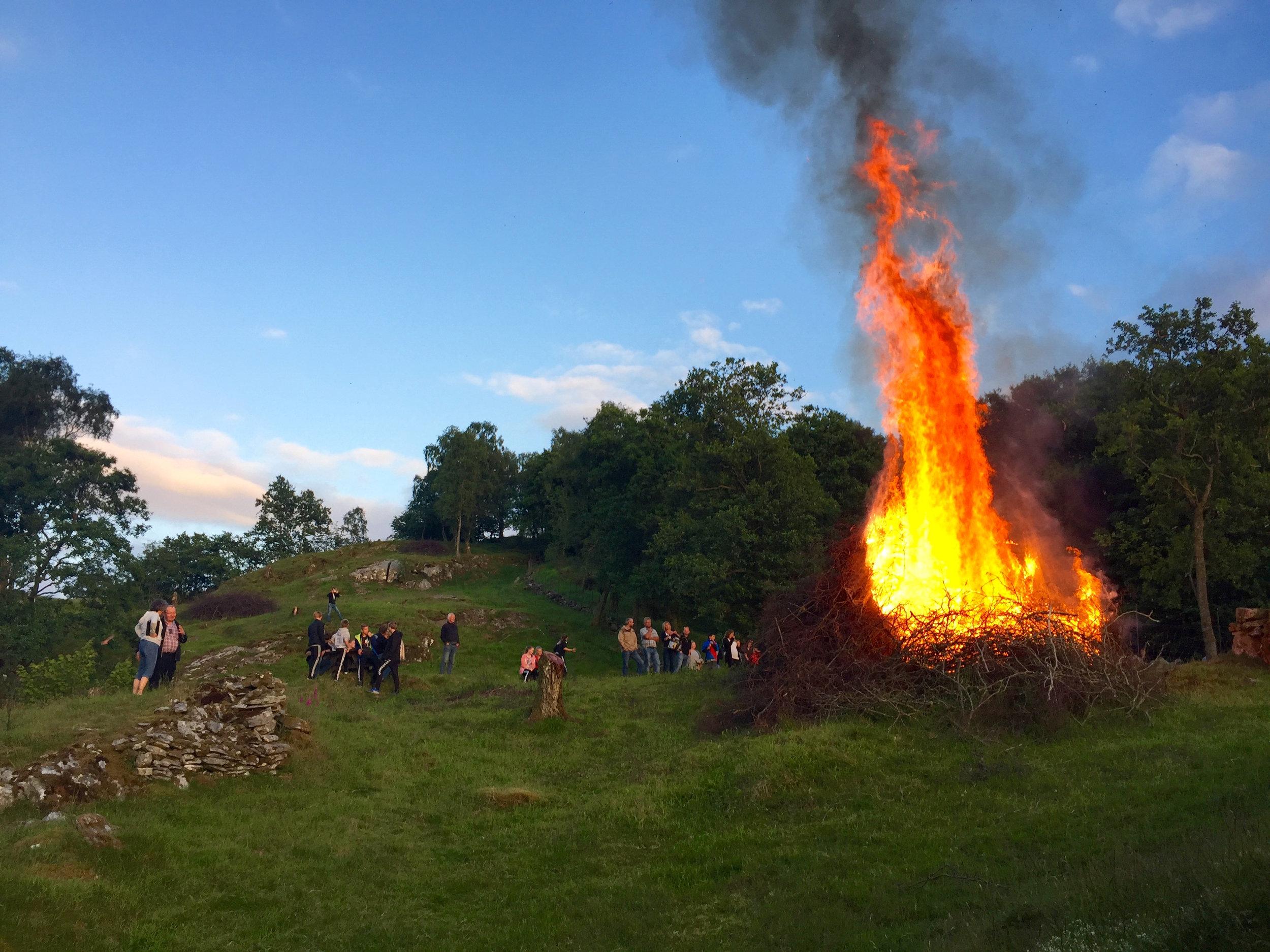 Slik såg det ut då Fognbuen feira St.Hans i Bøvågen i 2016