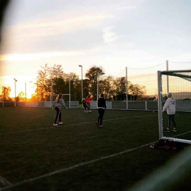 Haustkveld med god aktivitet i fotballbingen! 17. oktober 2018