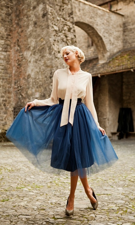 An elegant way to wear tulle that harkens back to yesteryear.