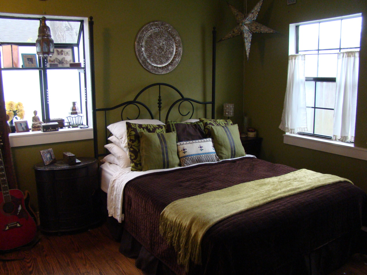 I loved our itty bitty bedroom! The natural light always kept it from feeling cramped and dark.