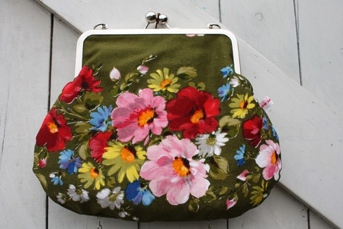 Painted floral clutch @ nestprettythings.com