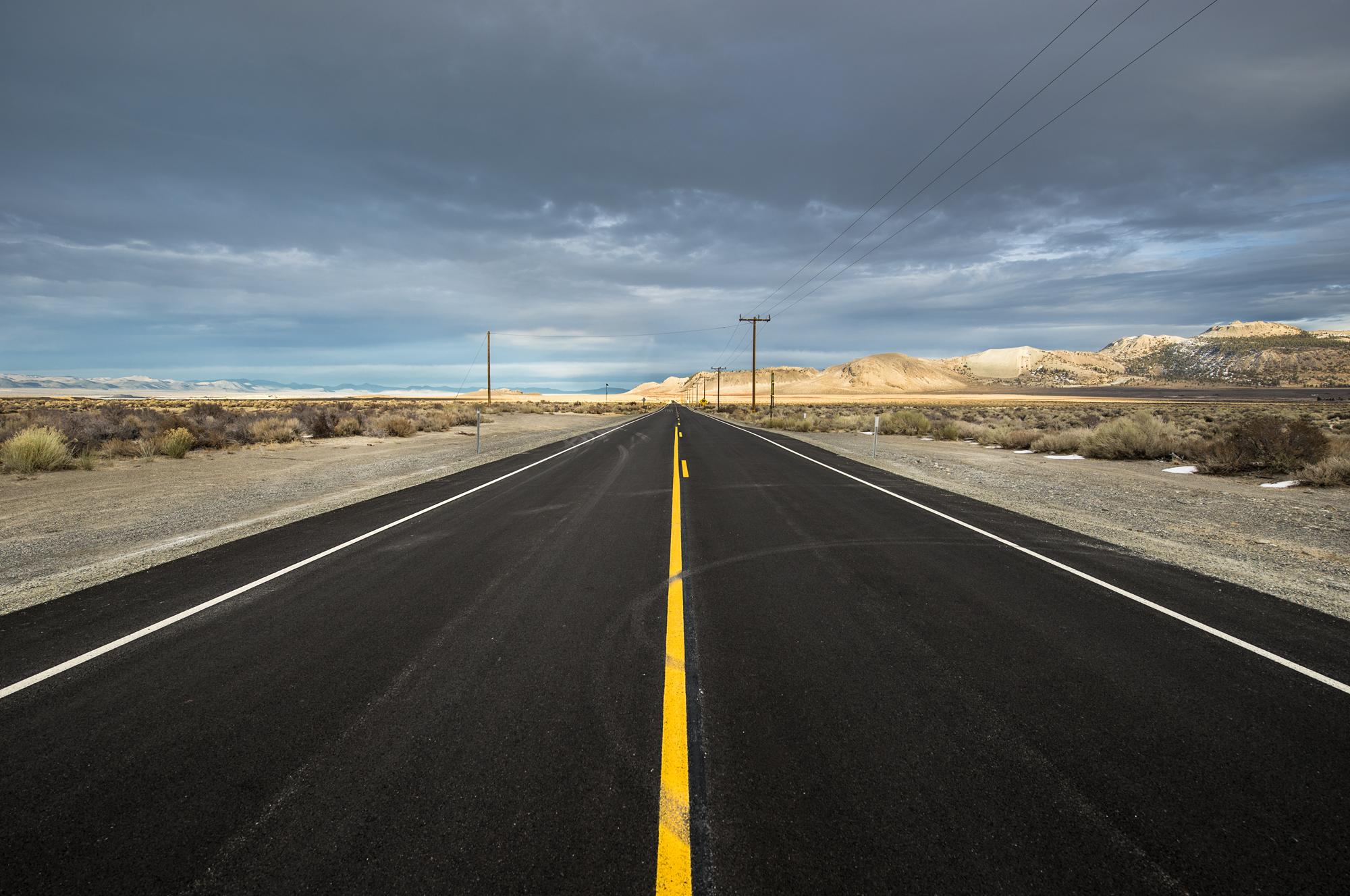 Mono road 2 NO water -4387 2000.jpg