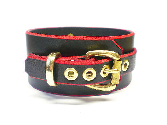 black w/red edges - buckle view
