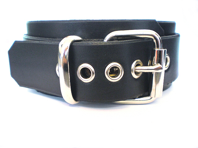 buckle view - black latigo