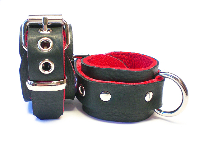 bison restraints shown w/plain keeper and standard buckles